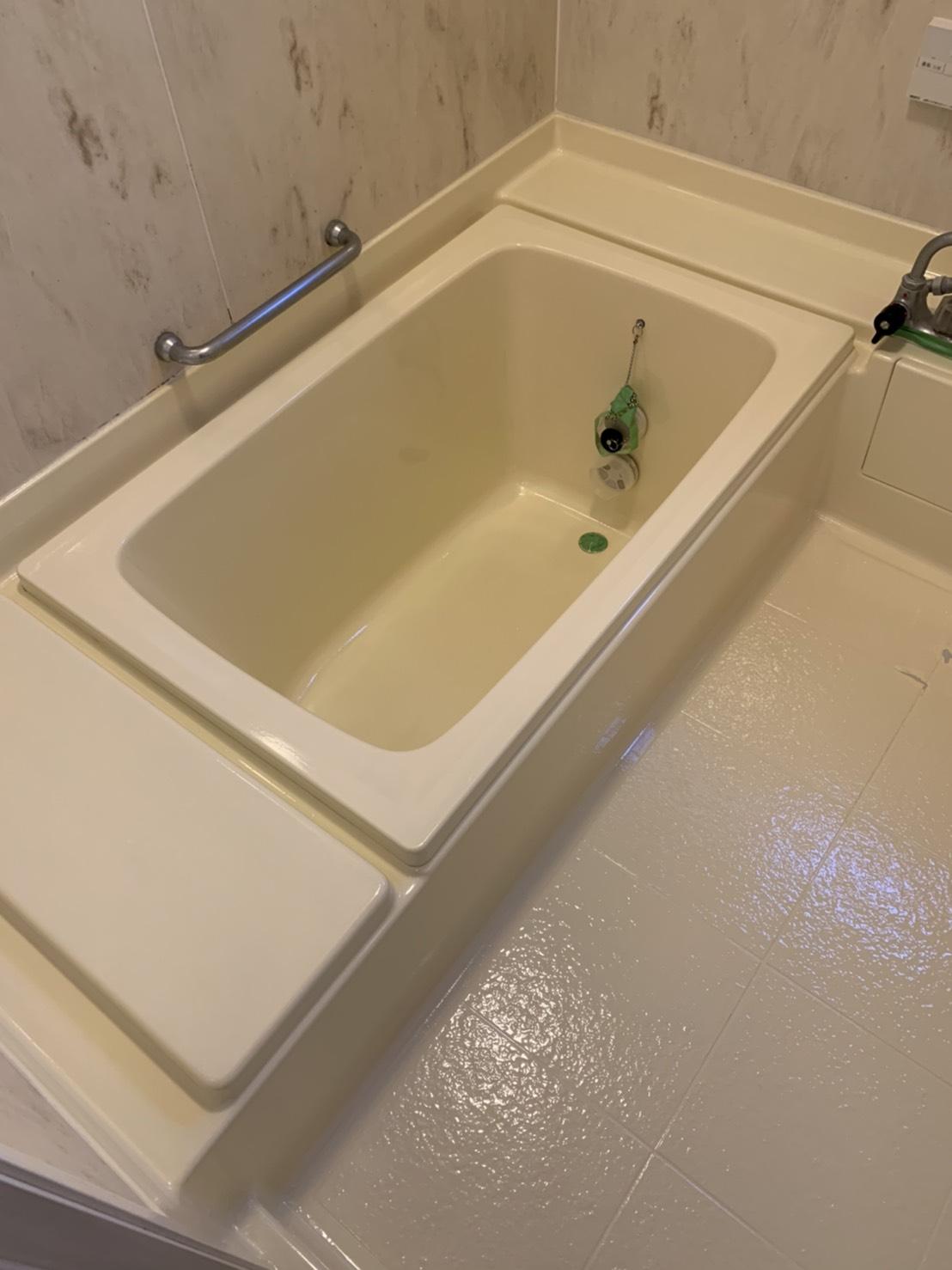 浴槽施工中